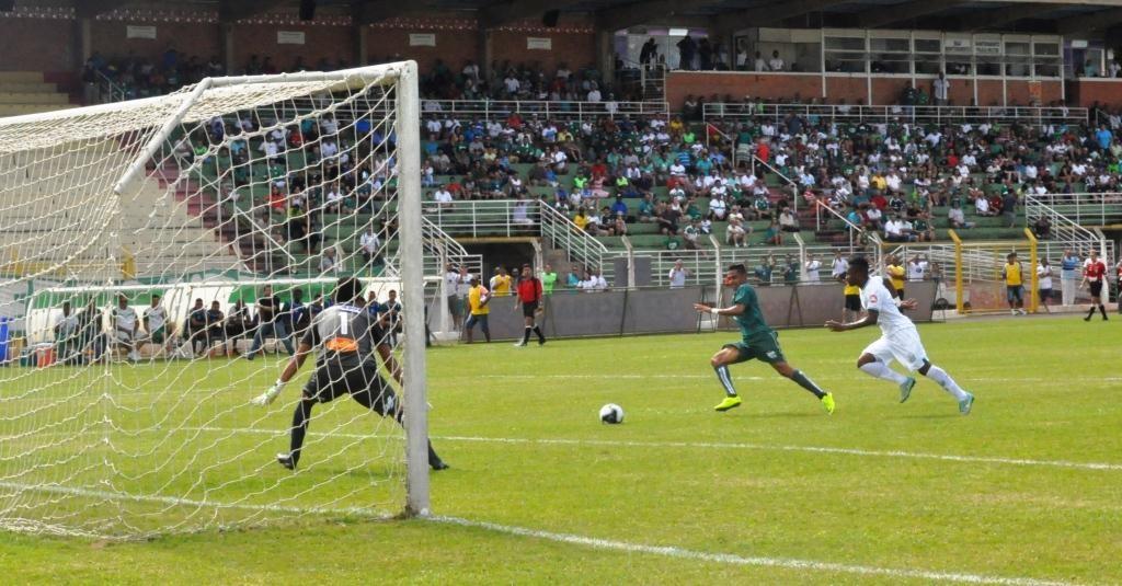 Tiago Azulão teve boas chances, mas não conseguiu finalizar