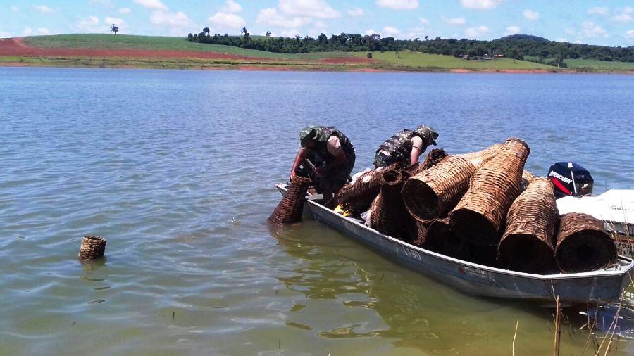 Na última quinta-feira, 10, os militares apreenderam vários materiais proibidos durante a piracema no lago de Furnas