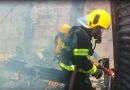 Fábrica de brinquedos é destruída por incêndio na zona sul