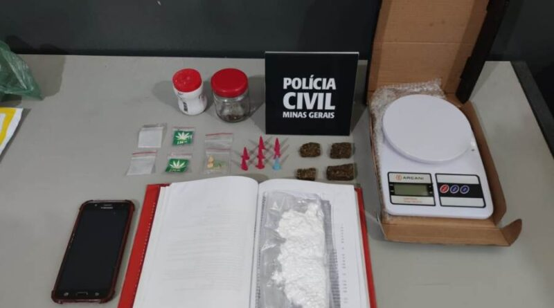 Traficante usa livro para transportar cocaína